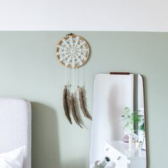 Easy dreamcatcher made in three simple steps.