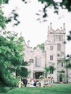 Elegant Lyndhurst Castle venue, Tarrytown, NY: http://www.stylemepretty.com/new-york-weddings/tarrytown/2015/08/06/elegant-garden-wedding-at-lyndhurst-castle/ | Photography: Jen Chanyi - http://www.cyrience.com/
