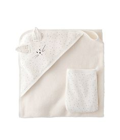 With a wide array of shoes, clothes, & accessories, we can dress your baby girl from head to toe. Find designer baby clothes for any occasion at Fawn Shoppe. Baby Co, Baby Kids, Unisex, Diy Bebe, Designer Baby Clothes, Baby Clothes Patterns, Buy Buy Baby, Baby Girl Dresses, Baby Sewing
