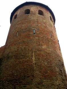 La torre della cinta Massiminianea (IV secolo) perfettamente conservata all'interno del Civico Museo Archeologico di Milano. Foto MilanoArte