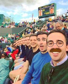 8 amigos se toman un selfie y son blanco de memes