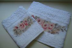 Linda e delicada jogo de toalha para lavabo  Pintura - mão livre    Toalha de rosto  Largura - 50 cm  Altura - 80 cm    Toalha de mão  Largura - 33 cm  Altura - 50 cm