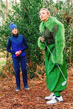 Looks Villanelle Killing Eve usando peças verdes no jogo de golf. Villanelle's costumes for Killing Eve. Green suit, green pants, amazing jacket. Eve Costume, Costumes, Miu Miu, Olivia Von Halle, Jodie Comer, New Wardrobe, Luxury Wardrobe, Dressed To Kill, High End Fashion