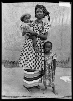 ph. by Seydou Keita. Family photo! These photos are very raw.