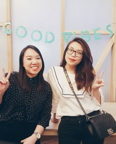 Good Vibes with one of the best ladies I've met through blogging @diamondcanopy! Always there at the other end of honeypot WhatsApps international moves inabilities to take transfer flights and all the handbag buying  Good luck on your first day tomorrow! . . . #petitejoys #thehappynow #livethelittlethings #pursuepretty #momentslikethis #liveauthentic #mytinyatlas #passionpassport #thatsdarling #darlingmovement #abmhappylife