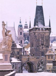 Charles Bridge in snow - #Prague #Praha #Prag #Прага #Praga #プラハ #布拉格 #Czech #Travel #Trip #Europe #WithHeartInPrague