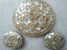 Kundan Meena Jada's Pearl shell Polki Diamond Flower Pendant Set in 22K Gold For Wedding / Engagement