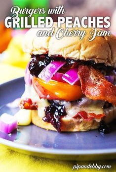 Spruce up your burger with a touch of sweetness! Brie cheese, cherry jam, grilled peaches and bacon will transform dinner into a sweet and savory treat! Peach Blueberry Crisp, Peach Frozen Yogurt, Cherry Jam Recipes, Cheese Buns, Burger Night, How To Cook Burgers, Pinwheel Recipes, Grilled Peaches, Just Eat It