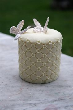 mini cakes with butterflies
