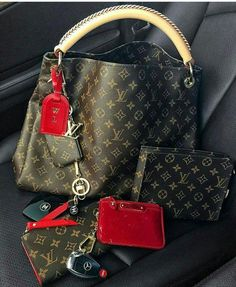 Fashion Designers Louis Vuitton Outlet, Let The Fashion Dream With LV Handbags At A Discount! New Ideas For This Summer Inspire You, Time To Shop For Gifts, Louis Vuitton Bag Is Always The Best Choice, Get The Style You Love From Here. New Handbags, Fashion Handbags, Purses And Handbags, Fashion Bags, Fashion Accessories, Luxury Handbags, Tote Handbags, Cheap Handbags, Cheap Purses