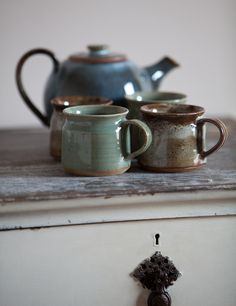 www.editionlocal.com >> Earthenware Teapot and Mugs.