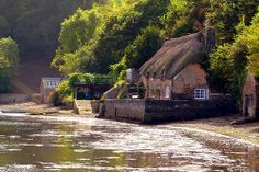 England, Cottage by the water at Dittisham