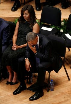 President Barack Obama puts his hand to his eyes as he and first lady Michelle Obama attend a memorial service for five policemen killed last week in a sniper attack in Dallas, Texas July Michelle Et Barack Obama, Mr Obama, Barack Obama Family, Obamas Family, Black Presidents, Greatest Presidents, American Presidents, American History, First Black President