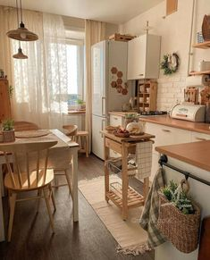 Home Decor Kitchen, Kitchen Interior, Home Kitchens, Rustic Kitchen, House Rooms, Cozy House, Design Case, Home Decor Inspiration, Sweet Home