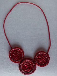 Gargantilla roja tres piezas 5,99€