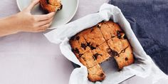 I Quit Sugar - Choc Chip Blondies - will try replacing brown rice syrup with raw honey. Sugar Cookie Recipe Easy, Healthy Cookie Recipes, Easy Sugar Cookies, Healthy Sweet Treats, Healthy Sweets, Healthy Baking, Gluten Free Baking, Sweet Recipes, Whole Food Recipes
