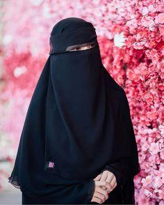 """Musa Akkaya, Has Olan Tesettür Bu örtü sadece bir bez parçası değildir, bu örtü ALLAH'ın sözüdür kardeşim, ALLAH'ın ayetidir. Bu ayeti üzerinde taşıdığının bilinci ya da bu ayeti üzerinde taşımanın vakti gelmedimi bacı kardeşlerim. """"Allahın ipine sımsıkı sarılın"""" Hijab Niqab, Muslim Hijab, Hijabi Girl, Girl Hijab, Hijab Dpz, Niqab Fashion, Arab Girls Hijab, Hijab Cartoon, Abaya Designs"""
