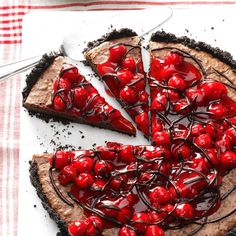 Black Forest Tart Recipe -Cherry pie filling and a melted chocolate drizzle top a rich, fudgy cake. —Taste of Home Test Kitchen. Used peanut butter cookies and no added sugar for crust. Baked in cheesecake pan. Cherry Desserts, Cherry Recipes, Tart Recipes, Just Desserts, Delicious Desserts, Dessert Recipes, Fall Desserts, Cherry Pie Filling Desserts, Yummy Recipes