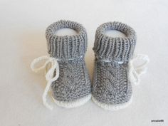 Strick- & Häkelschuhe - Babyschuhe hellbraun Tracht - ein Designerstück von Annalie66 bei DaWanda