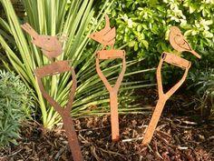 Rusty Bird on Fork Handle & Gardener Gift & Rusty Metal Garden Metal Tree Wall Art, Metal Artwork, Metal Art Projects, Metal Crafts, Plasma Cutter Art, Metal Garden Art, Steel Art, Metal Birds, Iron Art