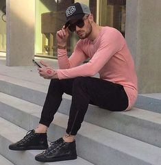 Long sleeve t-shirt and skinny black jeans men's fashion