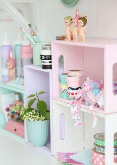 Veja lindas referências de caixotes de feira de madeira usados na decoração de diversos ambientes e ocasiões.