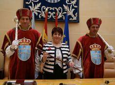 La socialista Clara Luquero, primera mujer que accede a la Alcaldía de Segovia http://www.revcyl.com/www/index.php/politica/item/3289-la-socialista-clara-luquero-primera-mujer-que-accede-a-la-alcald%C3%ADa-de-segovia