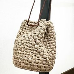 Crochet bag (alternating regular single crochet and single crochet in the back loop only) Pouf En Crochet, Crochet Clutch, Crochet Handbags, Crochet Purses, Crotchet Bags, Knitted Bags, Crochet Shell Stitch, Yarn Bag, Finger Knitting