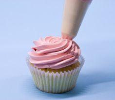 Piping swirls on cupcakes ~ cupcake decorating tutorials