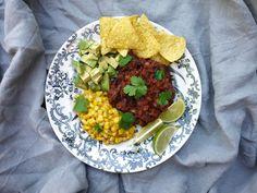 Bönchili med choklad, avokado och gräddig majs | Recept från Köket.se