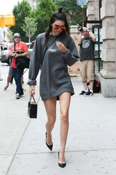 Kendall Jenner | 5 chic ways to wear the classic crewneck sweatshirt.