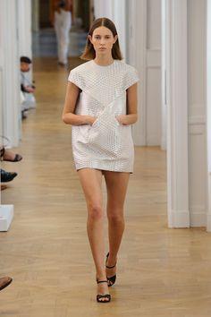 Courrèges leva o DNA da marca ao novo milênio - Vogue   Desfiles