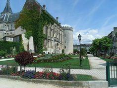 Hôtel de ville #Angouleme. http://www.fasthotel.com/poitou-charentes/hotel-angouleme