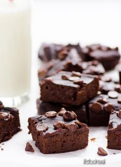 Healthy and fudgy Black Bean Brownies Recipe everyone will love! Flourless, naturally sweetened, packed with fiber and healthy carbs. You can basically have them for breakfast.