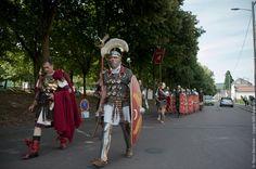 LEGION VIII AUGUSTA: Autun, les journées romaines, défilé en ville
