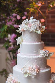 Wedding cake for a Manhattan wedding at the Loeb Boathouse of Central Park. Philip Siciliano Photography. #pinkbowtieevents #wedding #weddingcake #weddingcakeflorals