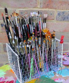 Brush Holder by Amylee, rangement pinceaux. #storage #atelier  #idée #handmade #faitmaison http://www.amylee.fr/2016/11/presentoir-ranger-pinceaux/