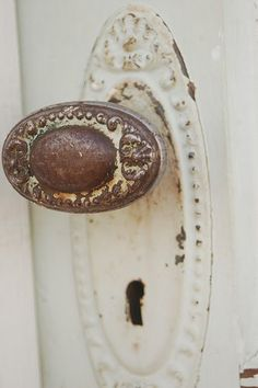 Super Old Door Knobs Puertas Ideas Old Door Knobs, Vintage Door Knobs, Door Knobs And Knockers, Knobs And Handles, Door Handles, Vintage Cabinet, Vintage Doors, Old Doors, Windows And Doors