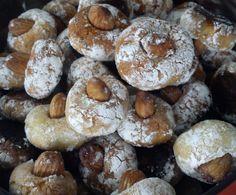 Włoskie ciasteczka migdałowe | Moje Wypieki Doughnut, Stuffed Mushrooms, Vegetables, Cake, Food, Stuff Mushrooms, Kuchen, Essen, Vegetable Recipes