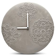 craft with white cement Concrete wall clock with lace pattern Concrete wall clock with lace pattern Cement Art, Concrete Cement, Concrete Furniture, Concrete Crafts, Concrete Projects, Concrete Design, Plywood Furniture, Modern Furniture, Furniture Design