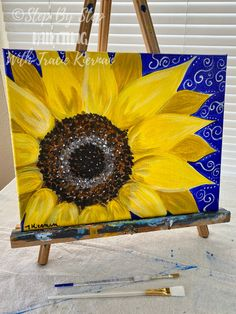 Learn how to paint a sunflower step by step with acrylics on canvas! This is a free acrylic painting tutorial by Tracie Kiernan. Video and step by step photo instructions and full materials list. Easy sunflower painting for beginners. Sunflower canvas painting. Sunflower Canvas Paintings, Acrylic Painting Flowers, Acrylic Painting For Beginners, Simple Acrylic Paintings, Acrylic Painting Techniques, Step By Step Painting, Beginner Painting, Acrylic Painting Canvas, Diy Painting