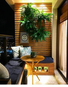 33 Amazing Apartment Balcony Design Ideas On A Budget 33 Erstaunliche Apartment Balkon Design-Ideen mit kleinem Budget Modern Balcony, Small Balcony Design, Small Balcony Decor, Balcony Ideas, Balcony Bar, Plants On Balcony, Small Balcony Furniture, Terrace Decor, Balcony Table And Chairs