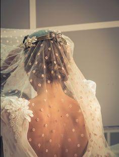 Vestido de novia sole alonso, tocado suma cruz