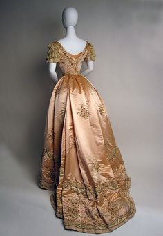 Jeanne Hallée evening ensemble, 1897–98
