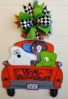 Halloween Door Hangers, Fall Door Hangers, Burlap Door Hangers, Burlap Halloween, Fall Halloween, Halloween Crafts, Halloween Wreaths, Painted Doors, Painted Signs