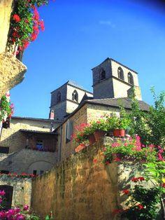 Gourdon: Gourdon, medieval - France-Voyage.com #gourdon