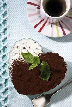 After-Eight-Eis machen wir einfach selber und finden: Schokolade und Minze in Verbindung mit zartem Sahneeis sind einfach ein Dreamteam!