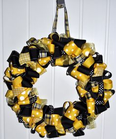 Items similar to Iowa Hawkeye Team Spirit Wreath - Approx 22 - 24 inches across on Etsy