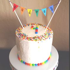 So you guys know that I love Rainbow Cake, but did you know that there's a whole world of other rainbow baking inspiration out there? Since it's the second birthday of my rainbow … Rainbow Baking, Rainbow Food, Rainbow Cupcakes, Rainbow Birthday, Third Birthday, Cakes For Boys, Buttercream Cake, Savoury Cake, Pretty Cakes