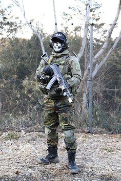 Airsoft Player in Japan. Fashion Photo. Flacktarn camo pants. Military. Gun. Combat